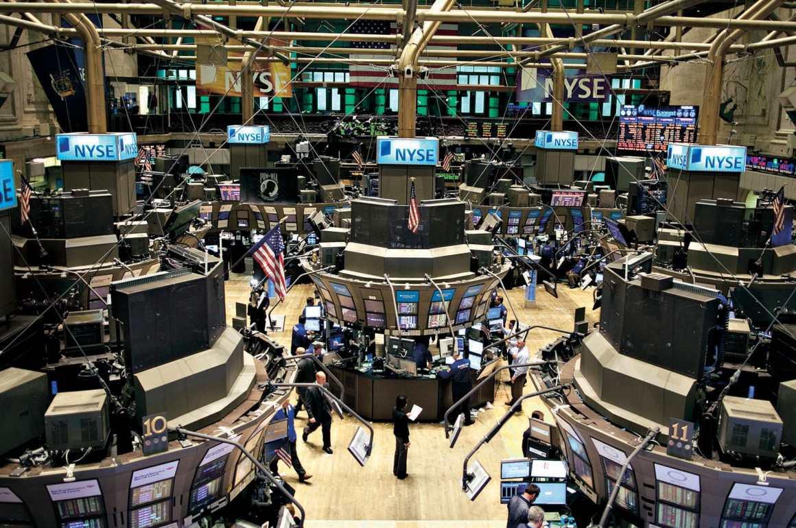 Monthly Economic: Datos Relevantes - wall-min