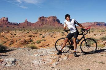 #THESTRANGE Carlos Santamaría, el ciclista más rápido en cruzar el continente americano. - CARLOS-SANTAMAÍA-PORTADA