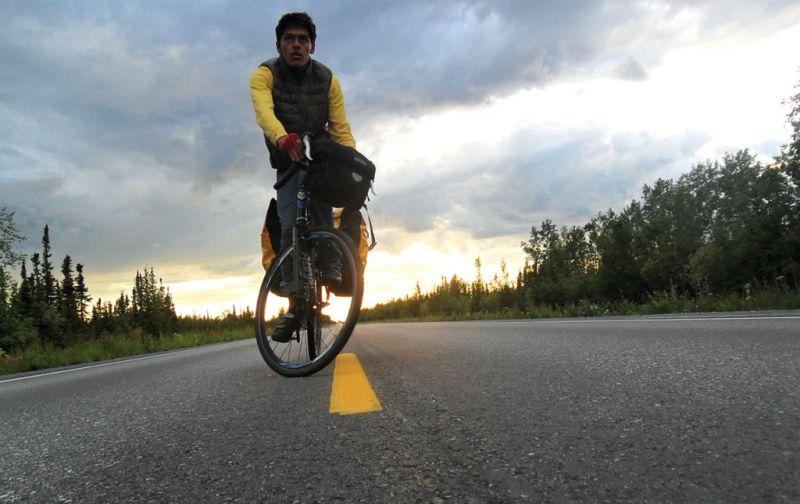 #THESTRANGE Carlos Santamaría, el ciclista más rápido en cruzar el continente americano. - carlos-santamaria-4