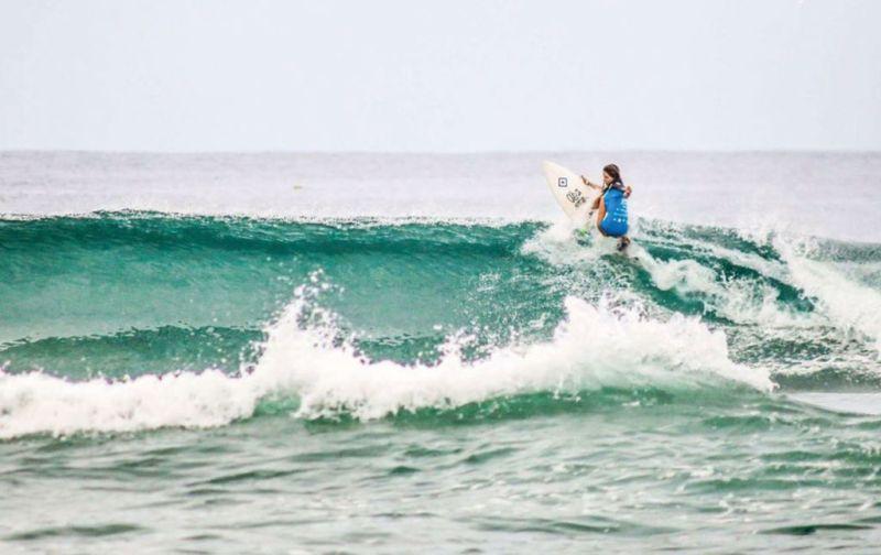 Ana Laura González – Pasión por las olas - Ana-Laura-González-water