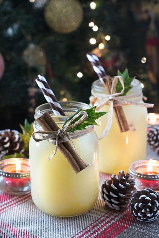 Los mejores cocteles para servir durante tus fiestas navideñas - snowball-cocktail-