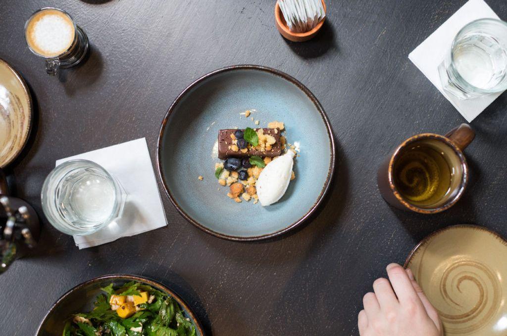 La tendencia de todo en un plato: práctica, innovadora y balanceada - Portada MM
