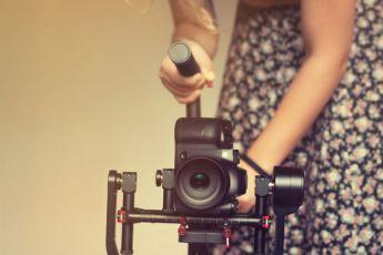 Nespresso Talents 2018. Ellas marcan la diferencia - Professional  woman videographer with gimball video slr