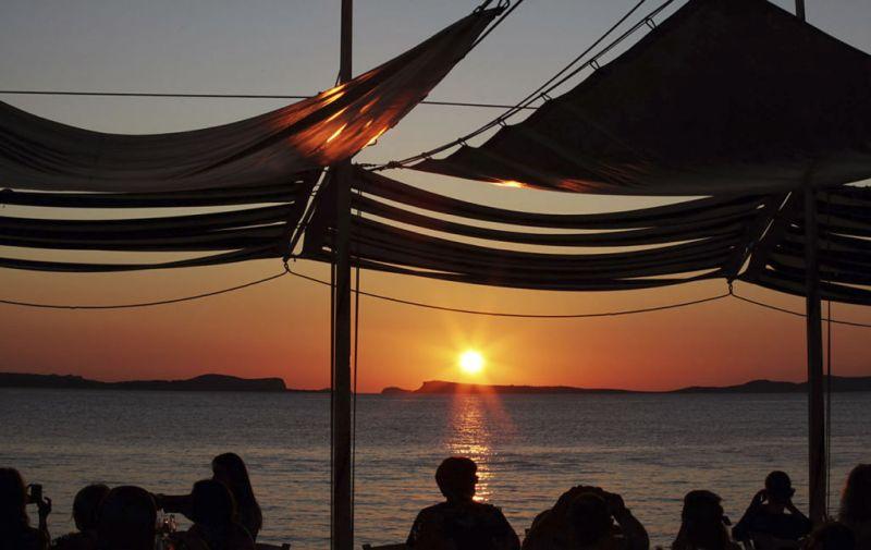 Los mejores spots para ver atardeceres en el mundo - Café-del-Mar-Ibiza-