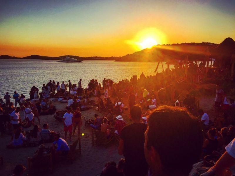 Los mejores spots para ver atardeceres en el mundo - Scorpios-Mykonos-