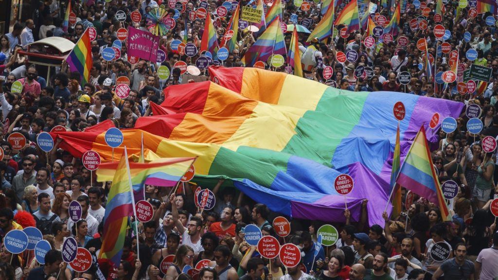 Las 8 marcas de moda que apoyan el Día Internacional del Orgullo 2018 - PrideDay_Portada
