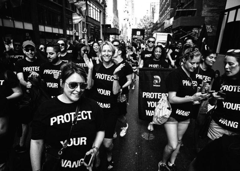 Las 8 marcas de moda que apoyan el Día Internacional del Orgullo 2018 - prideday_wang