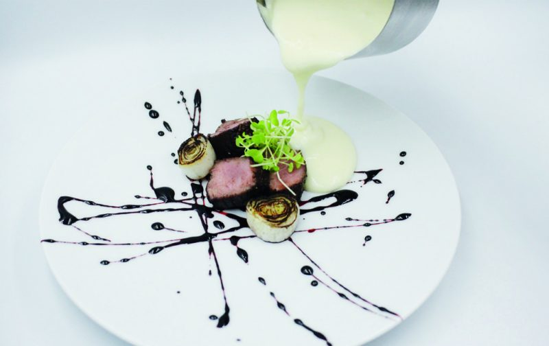 Fragmento - fragmento-filete-de-res-con-reduccion-de-vino-tinto-y-fondue-de-queso-gruyere