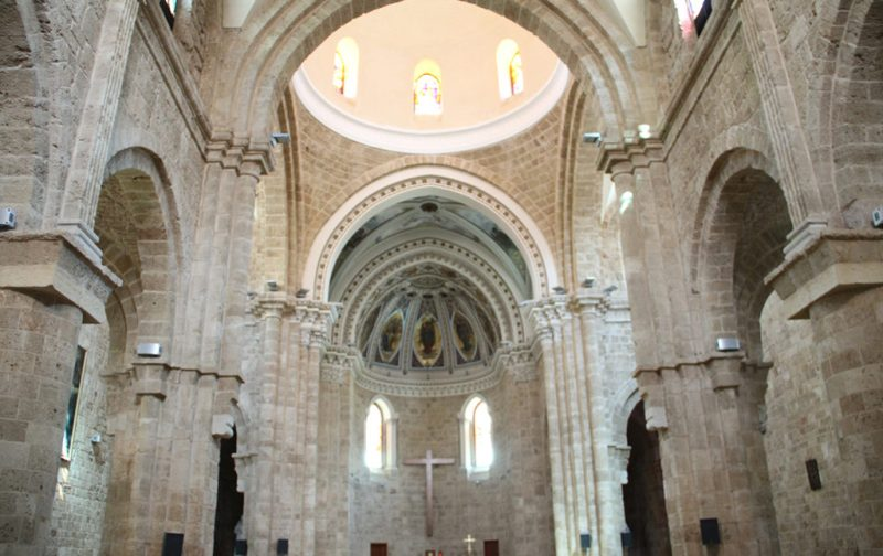 Beirut, el nuevo corazón del Mediterráneo - iglesia-interior-beirut-religion