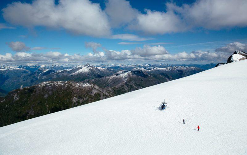 Bestiario Pardo, experiencias en los bosques del pacífico canadiense - nieve-montancc83as-paisaje-frio-helicoptero-vista