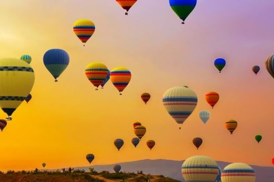 Los mejores destinos para vivir una aventura en un globo aerostático - viajes en globo aerostático portada