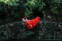 Nature love affair: una exploración de la feminidad y la naturaleza - fashion shoot moda modelo naturaleza
