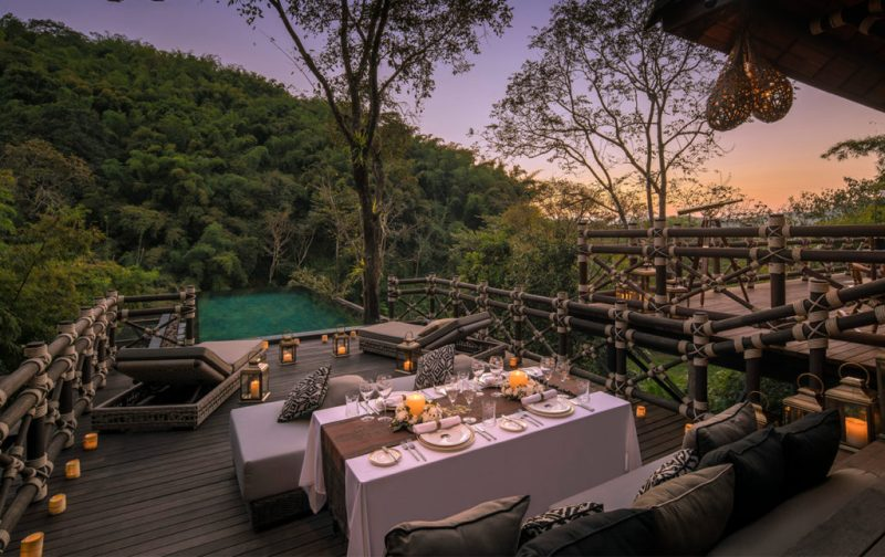 El mejor destino para tu luna de miel: Four Seasons Tented Camp - four-seasons-tented-camp-terrace-diner-view-nature