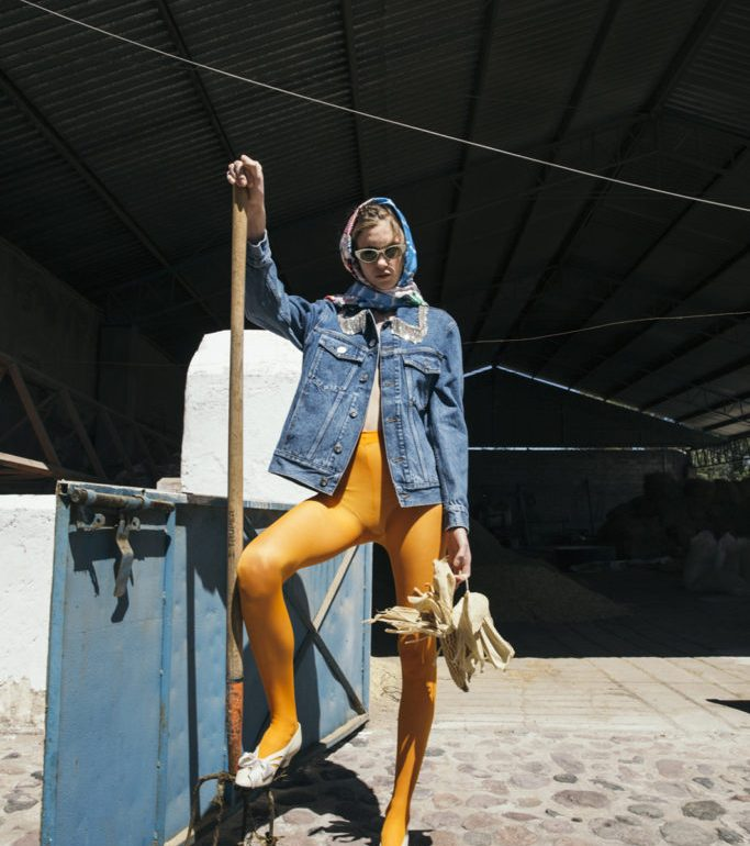 HOTfashion: Granja Extravaganza - farm shooting model outfit cool pants jacket