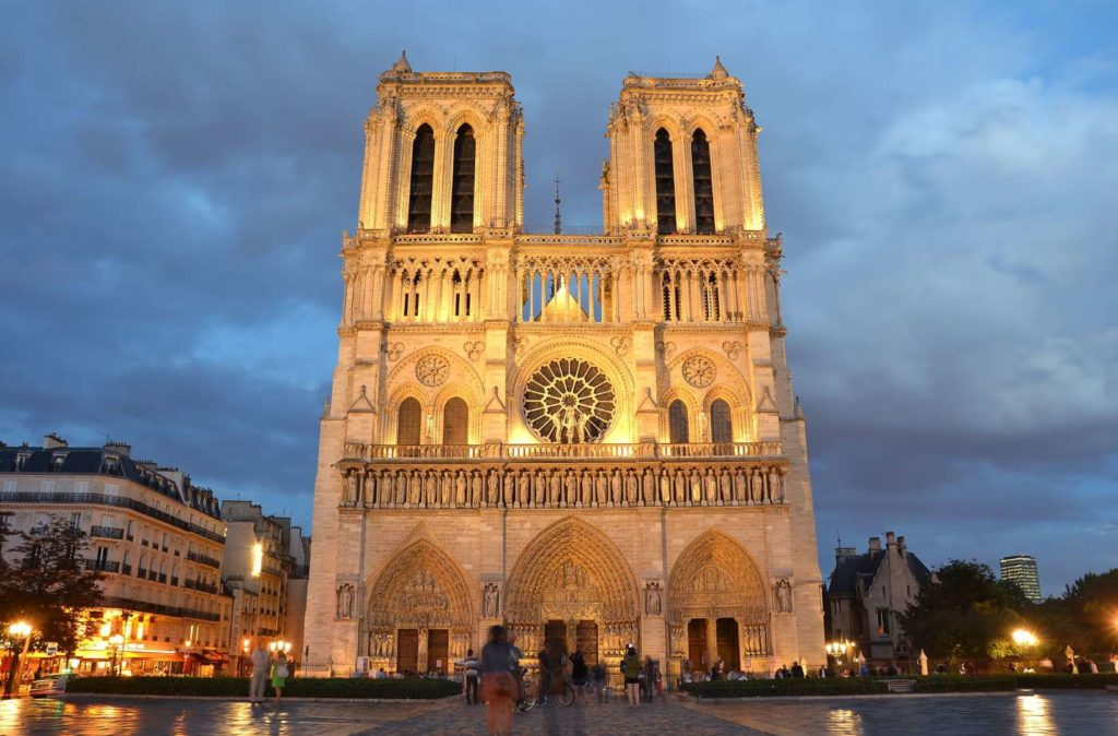 Datos históricos de la Catedral de Notre Dame - imagen-que-contiene-edificio-exterior-cielo-rel