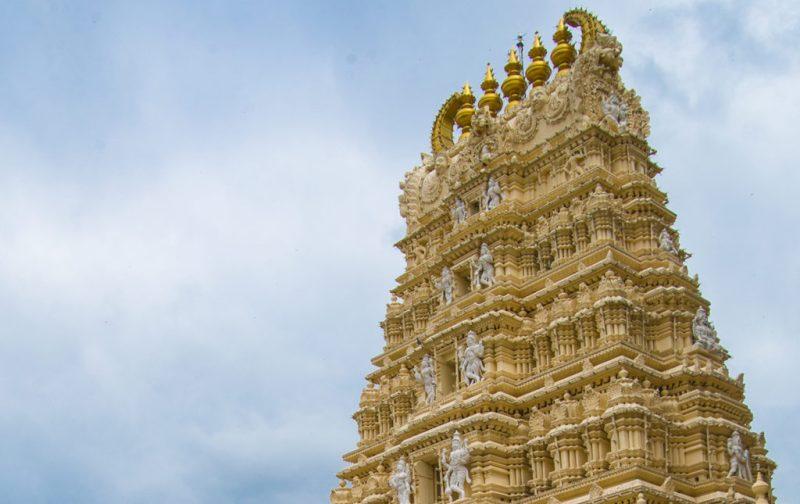 Karnataka: santuarios naturales, delirios de grandeza y contrastes urbanos - karnataka-palacio-dorado-exterior