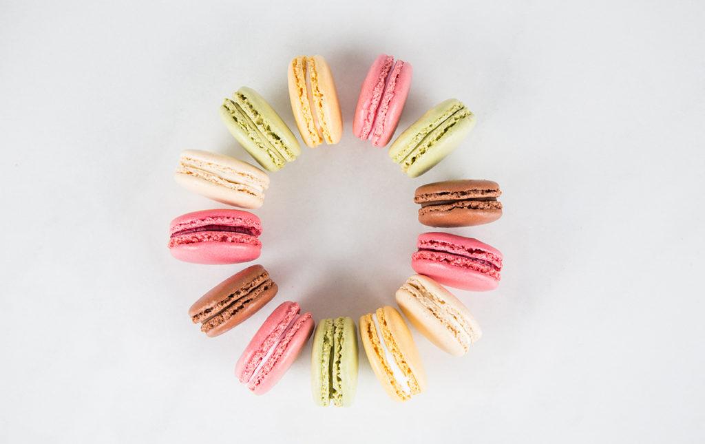 Ladurée: la deliciosa historia detrás del imperio del macarrón - macarons Laudree frambuesa limón pistache chocolate vainilla