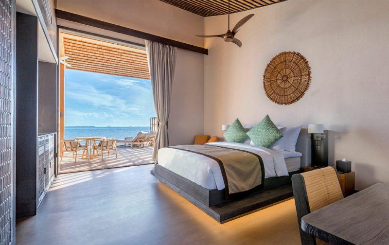 Kudadoo Maldives Private Island, un paraíso en medio del océano - cuarto-cama-decoracion-organicokudadoo-villas