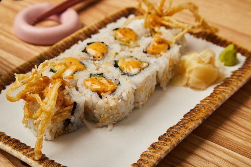 Rollos de sushi exóticos en la CDMX - hotbook-rollos-de-sushi-exoticos-cdmx_rollo-de-la-casa-en-oku