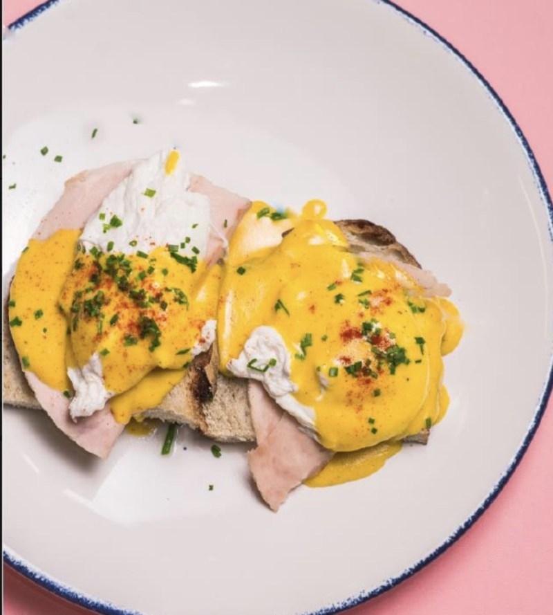 Restaurantes para comer huevos benedictinos en la CDMX - motin