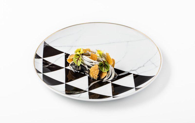 Coque: tradición familiar y gastrogenómica - niscalo-cuidado-con-pilpil-de-merluza-anguila-ahumada-torta-de-maiz-y-angulas