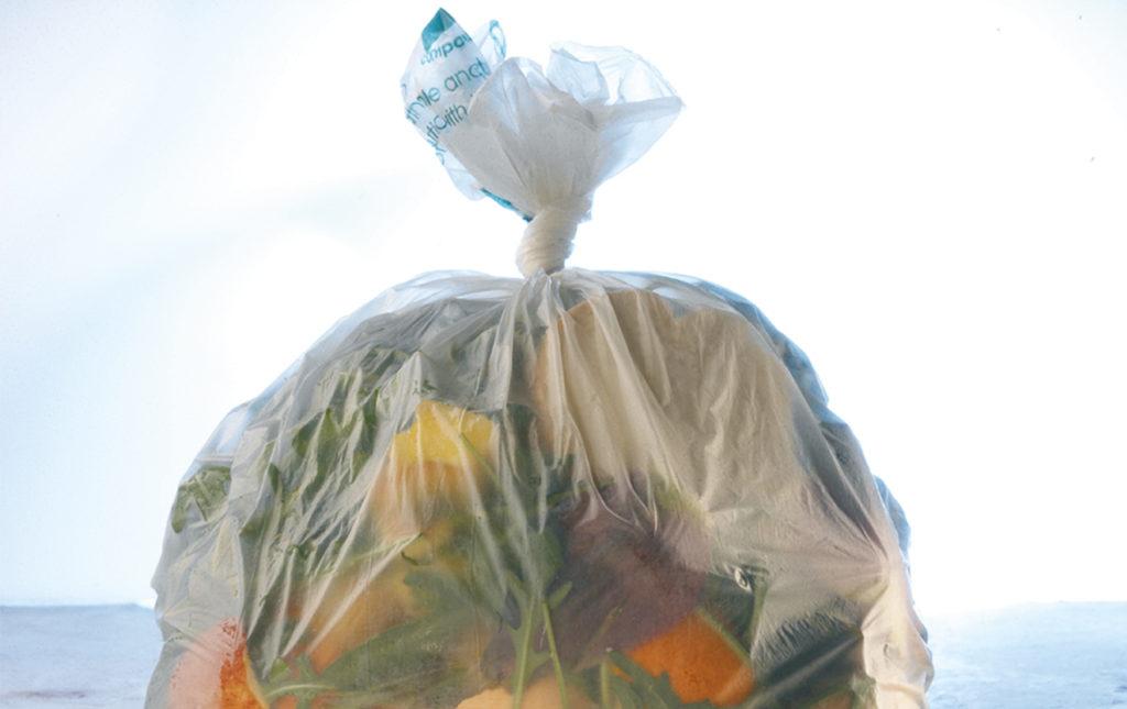 No le digas adiós al plástico. Descubre la manera sustentable de usarlo - PORTADA bolsa basura sacco