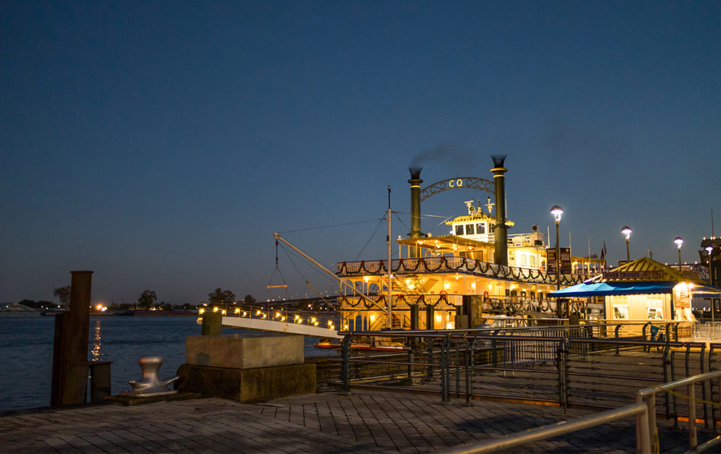 La gastronomía única de Nueva Orleans - Steamboat muelle nueva orleans