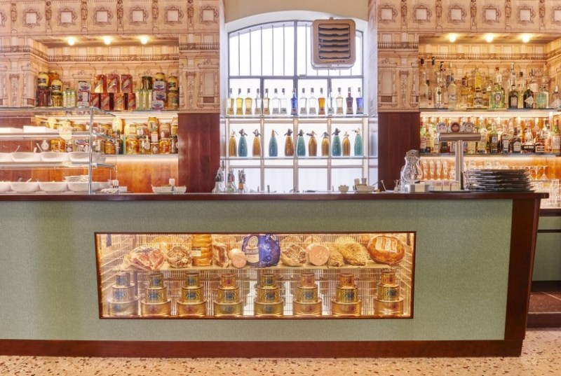 Bar Luce: un café diseñado por Wes Anderson en Milán - 201605_-bar-luce-10-copie-820x550