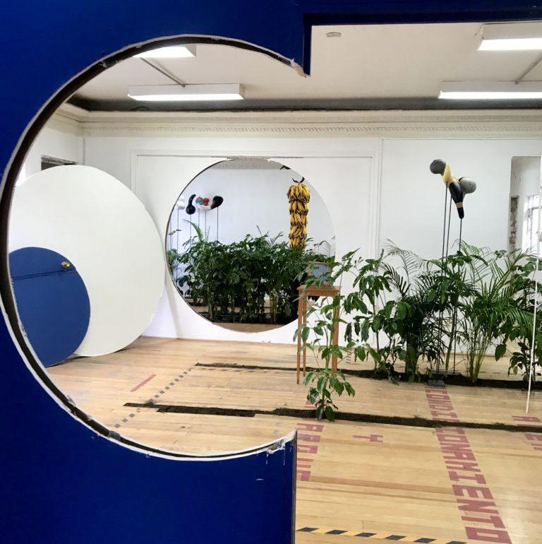 """""""El jardín de Galileo"""", una exposición ecléctica en Polanco - HotbookEl Jardín de Galileo, una exposición ecléctica en Polanco portada"""