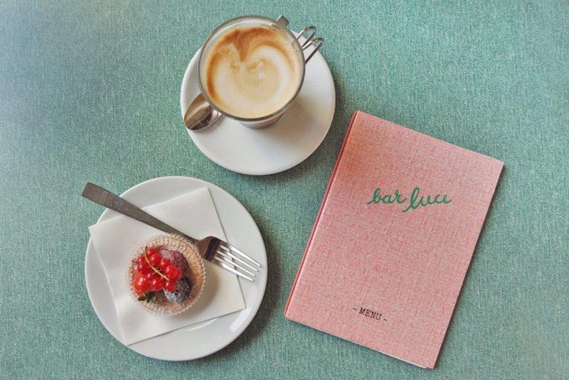 Bar Luce: un café diseñado por Wes Anderson en Milán - nubbytwiglet_outabout_bar_luce_milan_8