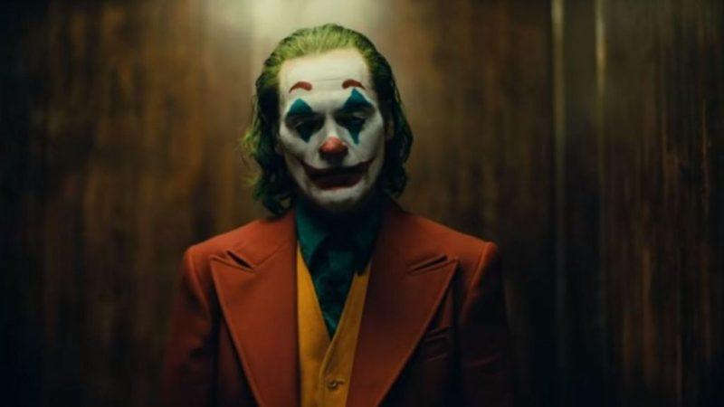 Joker, una película protagonizada por Joaquin Phoenix - 4-joker-enemigo-batman-saco-rojo