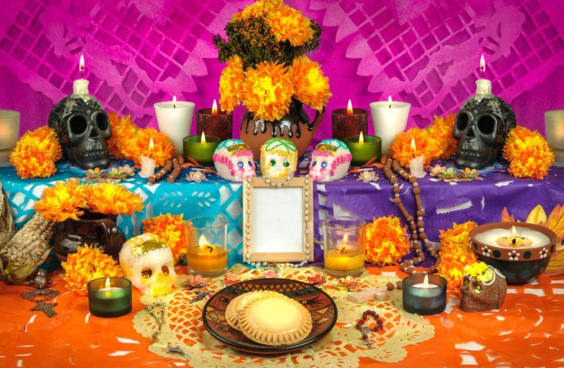 Tradiciones mexicanas para festejar el Día de Muertos - altar-dia-de-muertos-halloween
