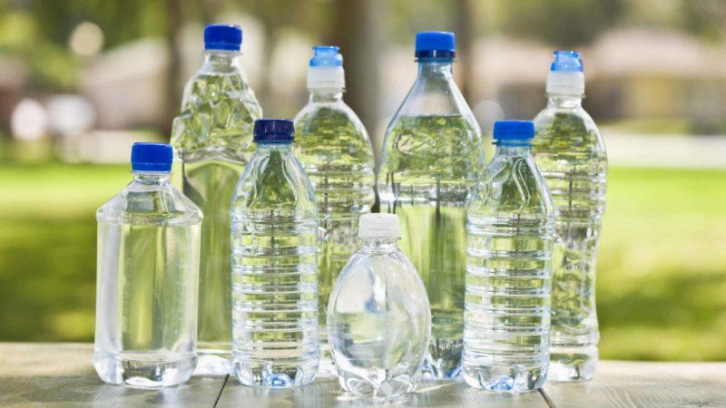 Guía para viajar de manera sustentable - botellas-de-agua-viajes