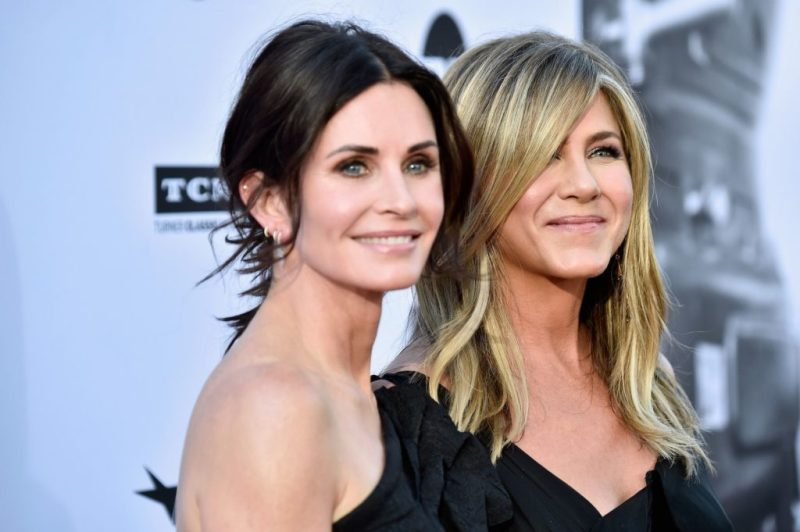 Todo lo que no sabías sobre Jennifer Aniston, la aclamada estrella de Friends - jennifer-aniston-courtney-cox