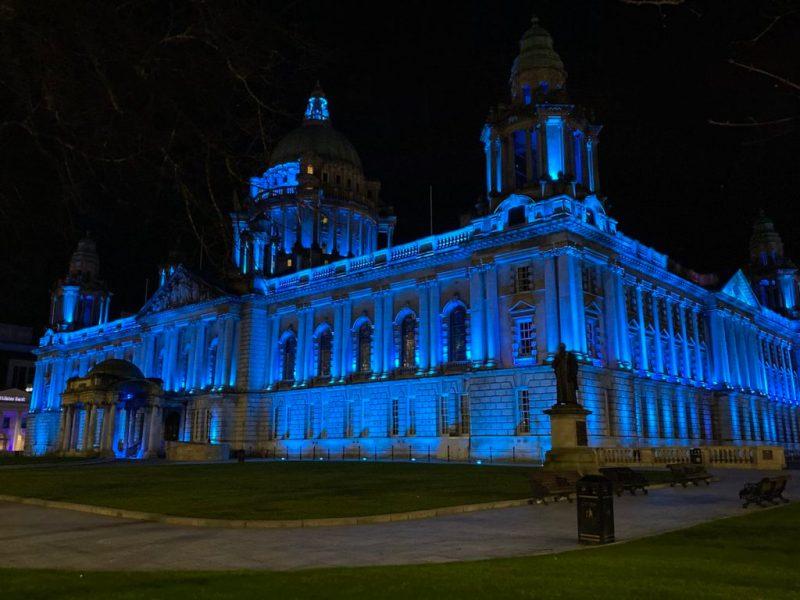 Actos de solidaridad en el mundo: iluminan de azul y rojo los corazones de estas ciudades - actos-de-solidaridad-alrededor-del-mundo_8