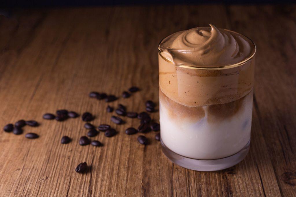 Dalgona Coffee, la bebida más hot del momento - Portada dalgona coffee tiktok Instagram dalgona coffee coronavirus
