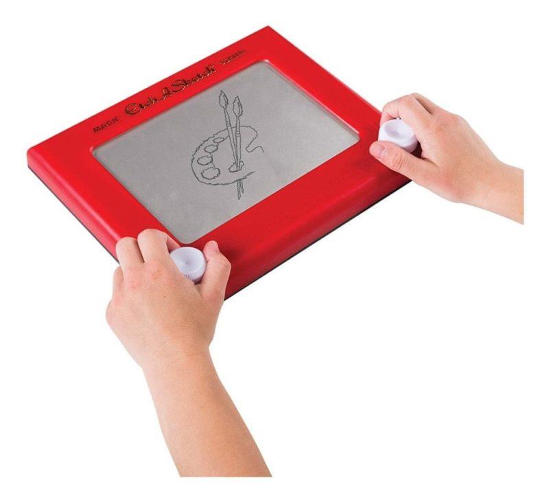 Los juguetes de los 90's que te harán recordar tu infancia - etch-a-sketch-los-juguetes-de-los-90-que-te-haran-recordar-tu-infancia-zoom-tiktok-instagram-zoom-cuarentena-covid-19-coronavirus-art-foto