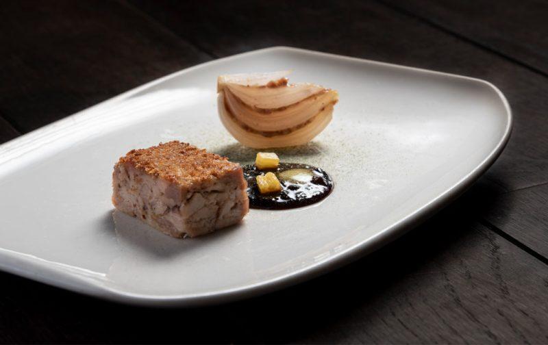 Josiah Citrin: el chef americano con dos estrellas Michelin - hotgourmet-josiahcitrin_platillo_lechoncebolla