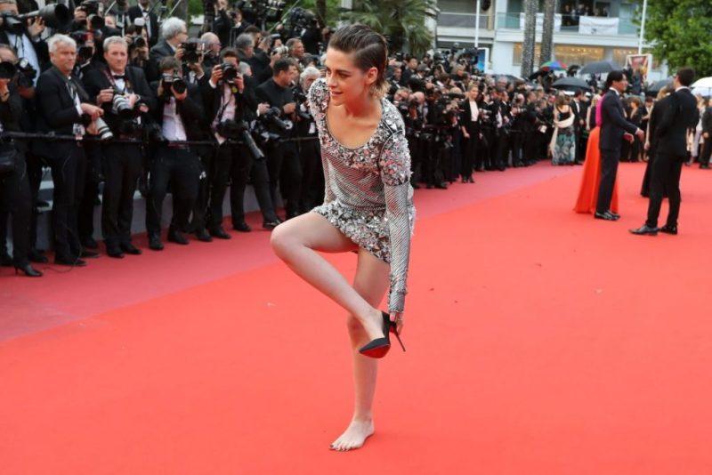 Cannes Rebels: el estricto código de vestimenta del festival y quién lo ha roto - kristen-stewart-cannes-rebels-el-estricto-codigo-de-vestimenta-del-festival-de-cannes-y-quien-lo-ha-roto-zoom-cannes-film-festival-online-tiktok-instagram-foodie