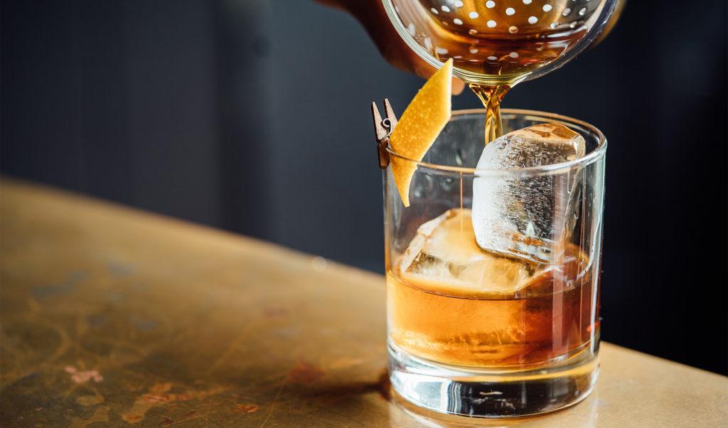 Los mejores cocteles para festejar el Día del Padre - 3. old_fashioned_ Día del Padre