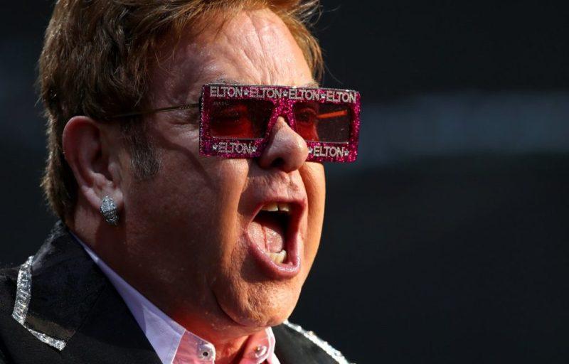 Disfruta de los conciertos más icónicos de Elton John y ayuda al mismo tiempo - disfruta-de-los-conciertos-mas-iconicos-de-elton-john-en-youtube-google-online-zoom-google-elton-john-streaming-viaje-verano-2