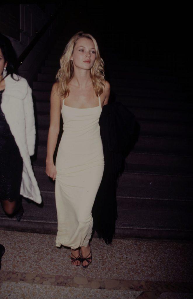 Las fotos más icónicas de la moda de los 90 - kate-moss-las-fotos-mas-iconicas-de-la-moda-en-los-90-moda-fashion-celebrities-fashion-icon-iconic-fotos-style-trend-design-designer-google-online