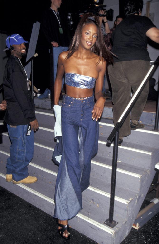 Las fotos más icónicas de la moda de los 90 - naomi-kampbell-las-fotos-mas-iconicas-de-la-moda-en-los-90-moda-fashion-celebrities-fashion-icon-iconic-fotos-style-trend-design-designer-google-online