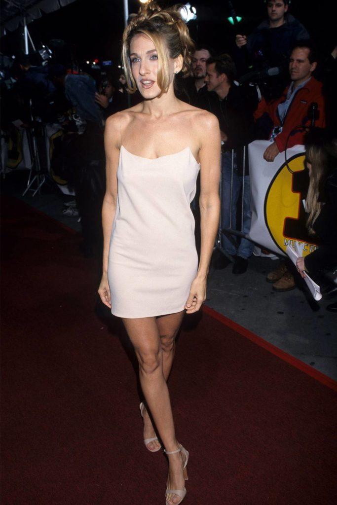 Las fotos más icónicas de la moda de los 90 - sarah-jessica-parker-las-fotos-mas-iconicas-de-la-moda-en-los-90-moda-fashion-celebrities-fashion-icon-iconic-fotos-style-trend-design-designer-google-online