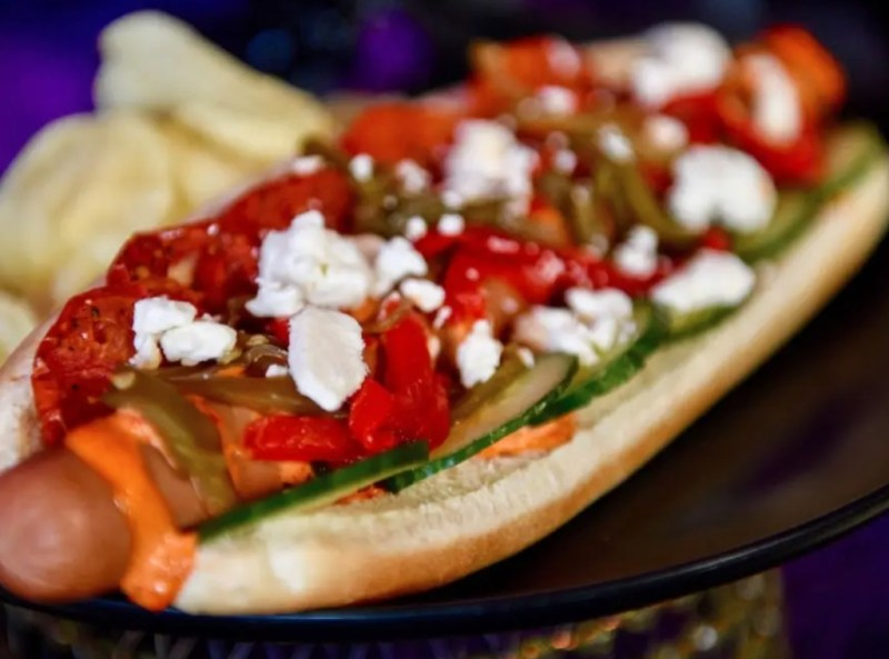 10 formas de mejorar instantáneamente un típico hot dog - formas-de-mejorar-instantaneamente-un-tipico-hot-dog-foodie-instagram-tiktok-google-online-google-hot-dog-recetas-como-hacer-google-coronavirus-covid-vacuna-verano-foto-comida-8