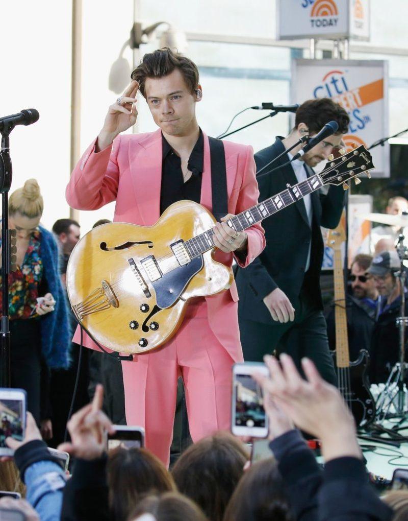 Los mejores looks de Harry Styles - foto-1-los-mejores-looks-de-harry-styles-edward-sexton-today-show