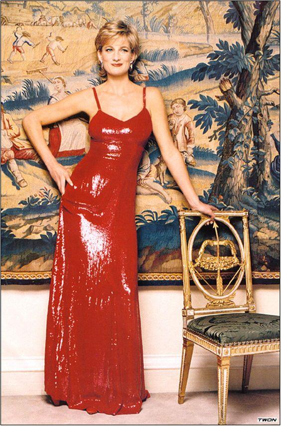 Los looks más emblemáticos de Lady Di - foto-18-aniversario-de-la-muerte-de-lady-di-los-looks-mas-emblematicos-que-lucio-la-princesa-de-gales