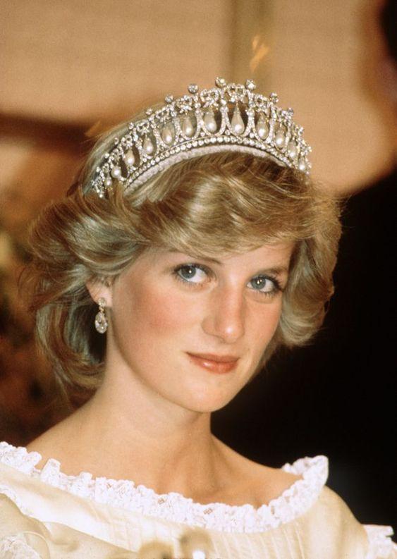 Los looks más emblemáticos de Lady Di - foto-19-aniversario-de-la-muerte-de-lady-di-los-looks-mas-emblematicos-que-lucio-la-princesa-de-gales