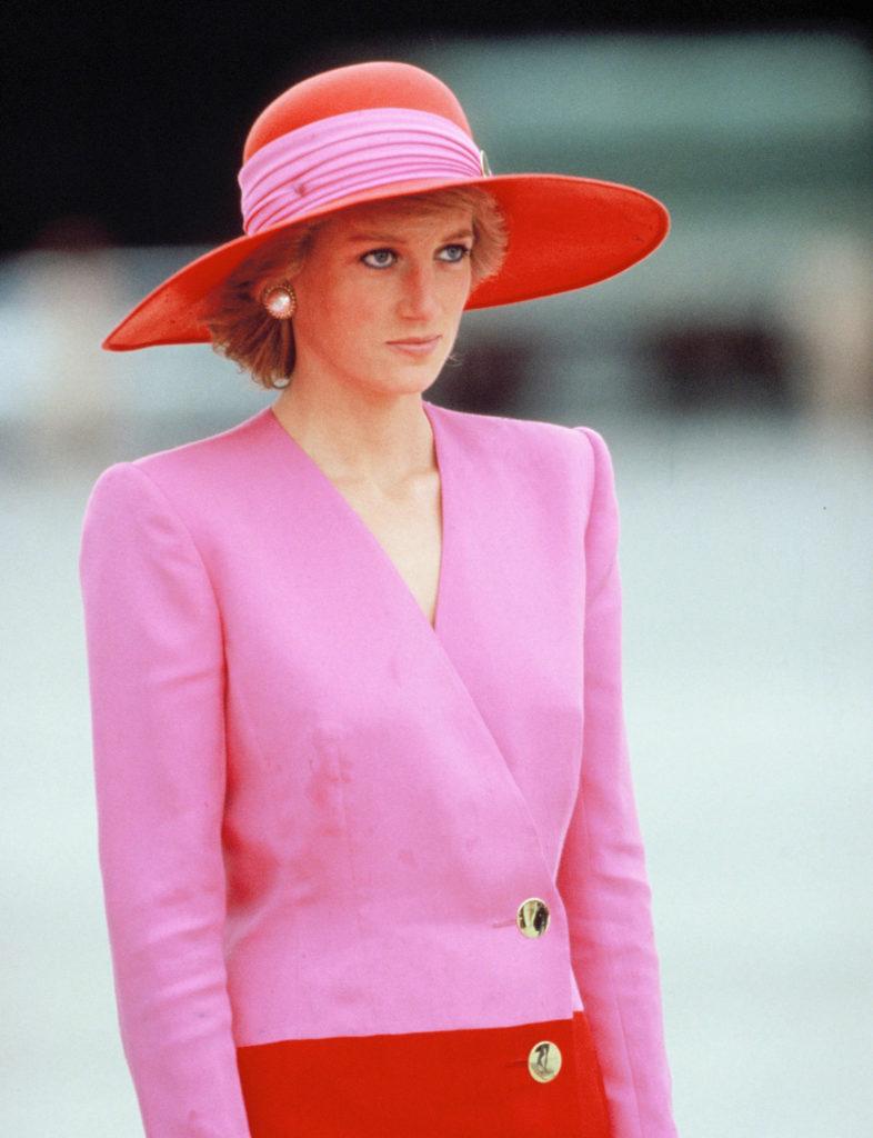 Los looks más emblemáticos de Lady Di - foto-20-aniversario-de-la-muerte-de-lady-di-los-looks-mas-emblematicos-que-lucio-la-princesa-de-gales