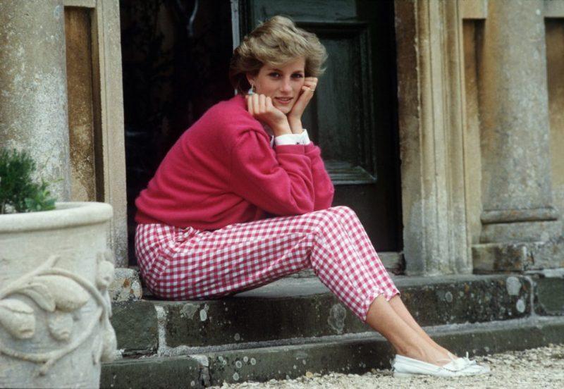 Los looks más emblemáticos de Lady Di - foto-6-aniversario-de-la-muerte-de-lady-di-los-looks-mas-emblematicos-que-lucio-la-princesa-de-gales